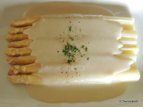 ホワイトアスパラガスの溶かしバターホワイトソーズ