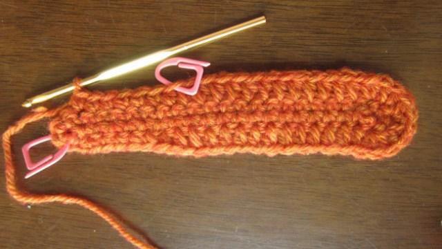 13目めに印をして細編みを6目編みます。