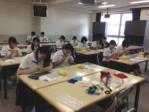 中学生の編み物