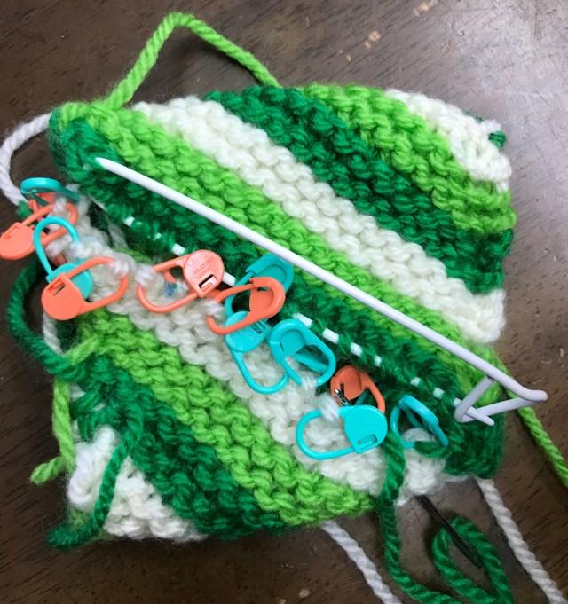 棒針で編むドーナツ型のアクリルタワシ3