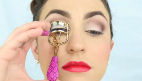 FireShot Capture 383 - How to Get Long Eyelashes_ Tips, Tric_ - http___www.divinecaroline.com_beau