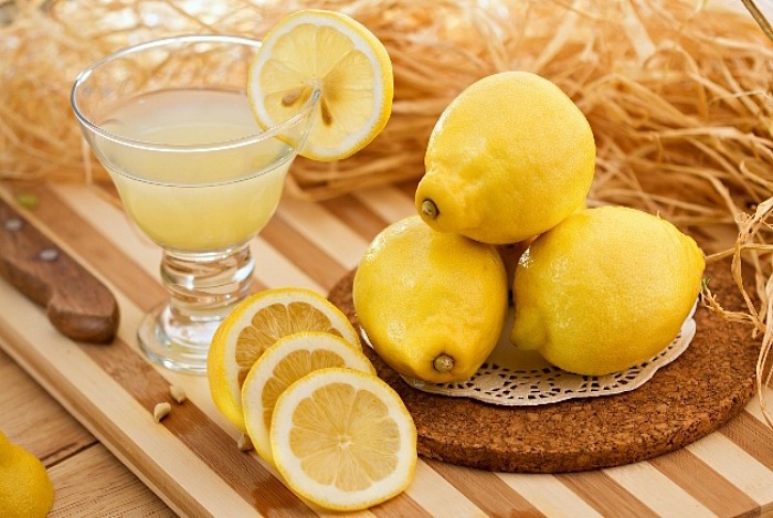 the-things-you-can-do-with-lemon-peels-and-lemon-juice