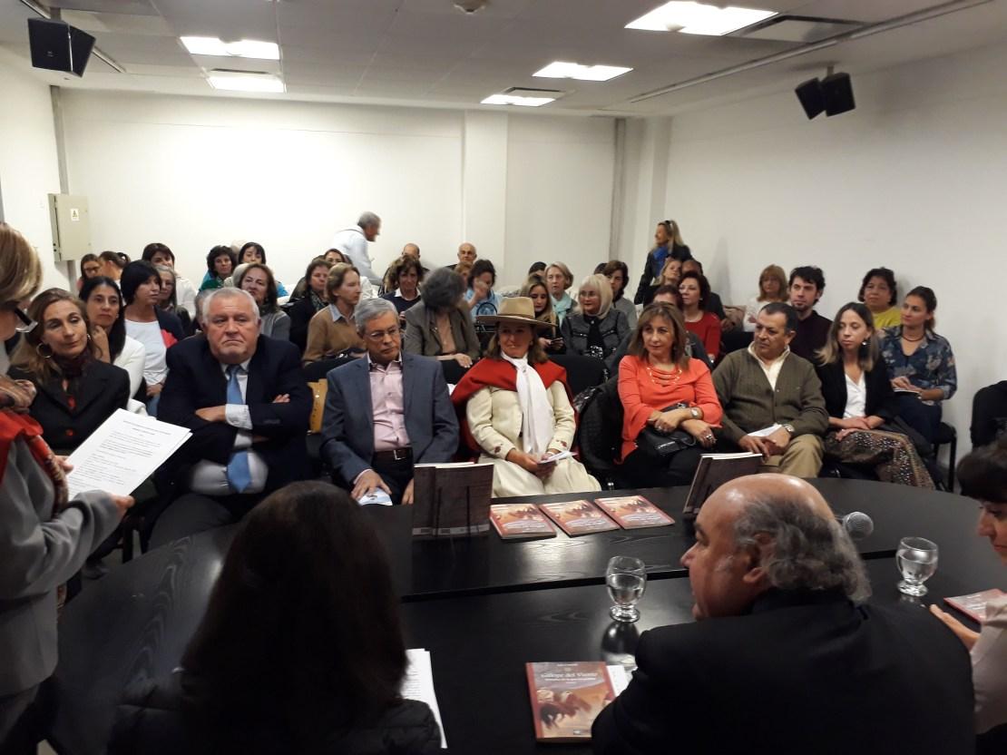 """El procurador general de Salta, Abel Cornejo, presentó oficialmente el libro """"Galope del Viento. Destellos de la guerra gaucha"""" - Fuente: Salta 4400."""