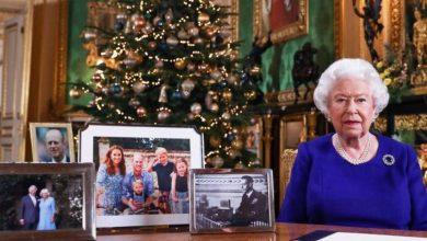 Photo of ¿Por qué Meghan y Harry desaparecieron de la mesa de la reina Isabel en su mensaje de navidad?