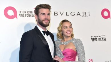 Photo of Miley Cyrus bromea sobre lo poco que duró su matrimonio con Liam Hemsworth
