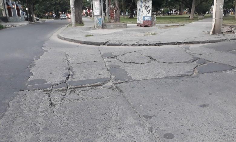 Baches en calles céntricas - Foto: Salta 4400