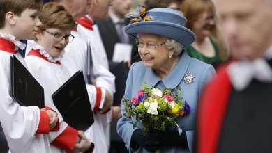 Photo of Así es cómo la reina Isabel suele zafarse de los malos encuentros y los momentos incómodos