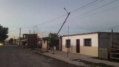 Photo of Destrozos, incendios de pastizales y caídas de árboles por el viento zonda en Salta