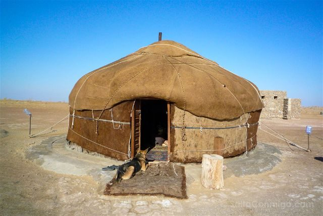 Dormir en una yurta en el desirto de Kyzyl Kum de Uzbekistn