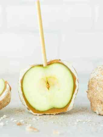 Copycat Rocky Mountain Chocolate Factory Apple Pie Caramel Apples
