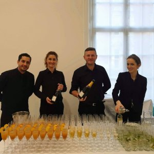 Bartenders and wine waiters for gallery events