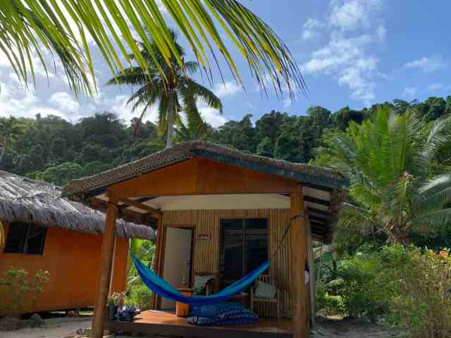 A little cottage on the beach with the jungle behind it at Maqai eco resort. A simple but cozy place to stay on your fiji surf trip