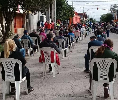 Tucumán: En los pueblos ordenadamente atendieron a jubilados