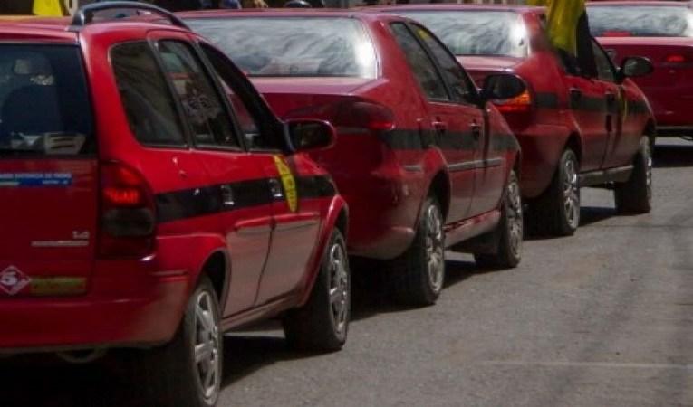Taxistas y el Gobierno Provincial analizaron medidas de asistencia para el sector