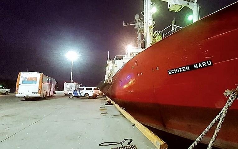 Investigan cómo se contagiaron los tripulantes de un pesquero que navegaba hacía 35 días