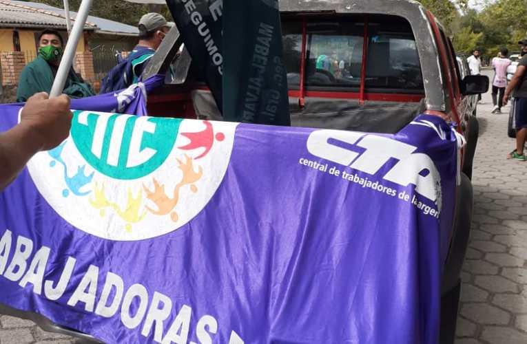 PROTESTA DE TRABAJADORES Y TRABAJADORAS MUNICIPALES EN LA CALDERA LA POLICÍA AMEDRENTA AL PUEBLO PARA QUE LOS VECINOS NO APOYEN LA MARCHA