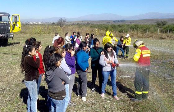 Brigadistas informaron sobre incendios alumnos de la UNSa
