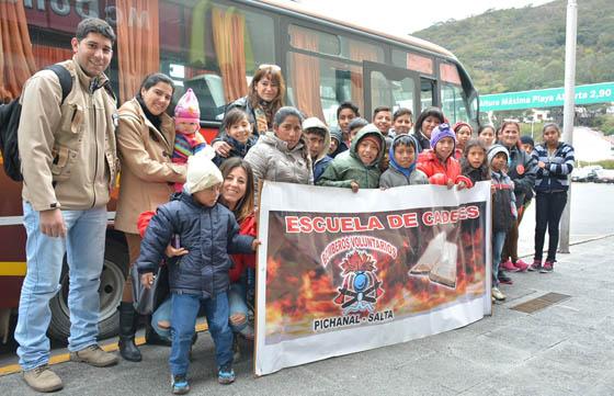 Pequeños Bomberitos de Pichanal conocieron Salta