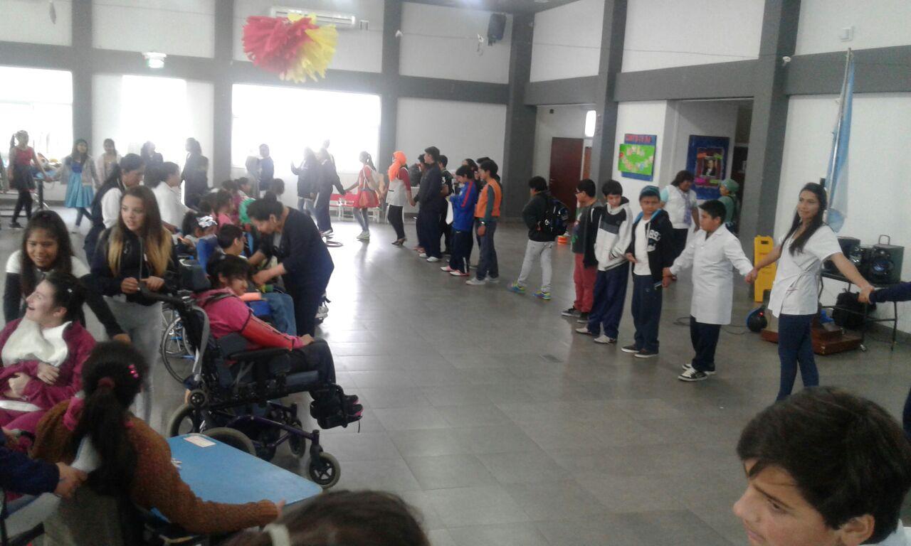 Chicos de Hirpace  y de la escuela Sarmiento disfrutaron de una jornada de integración social