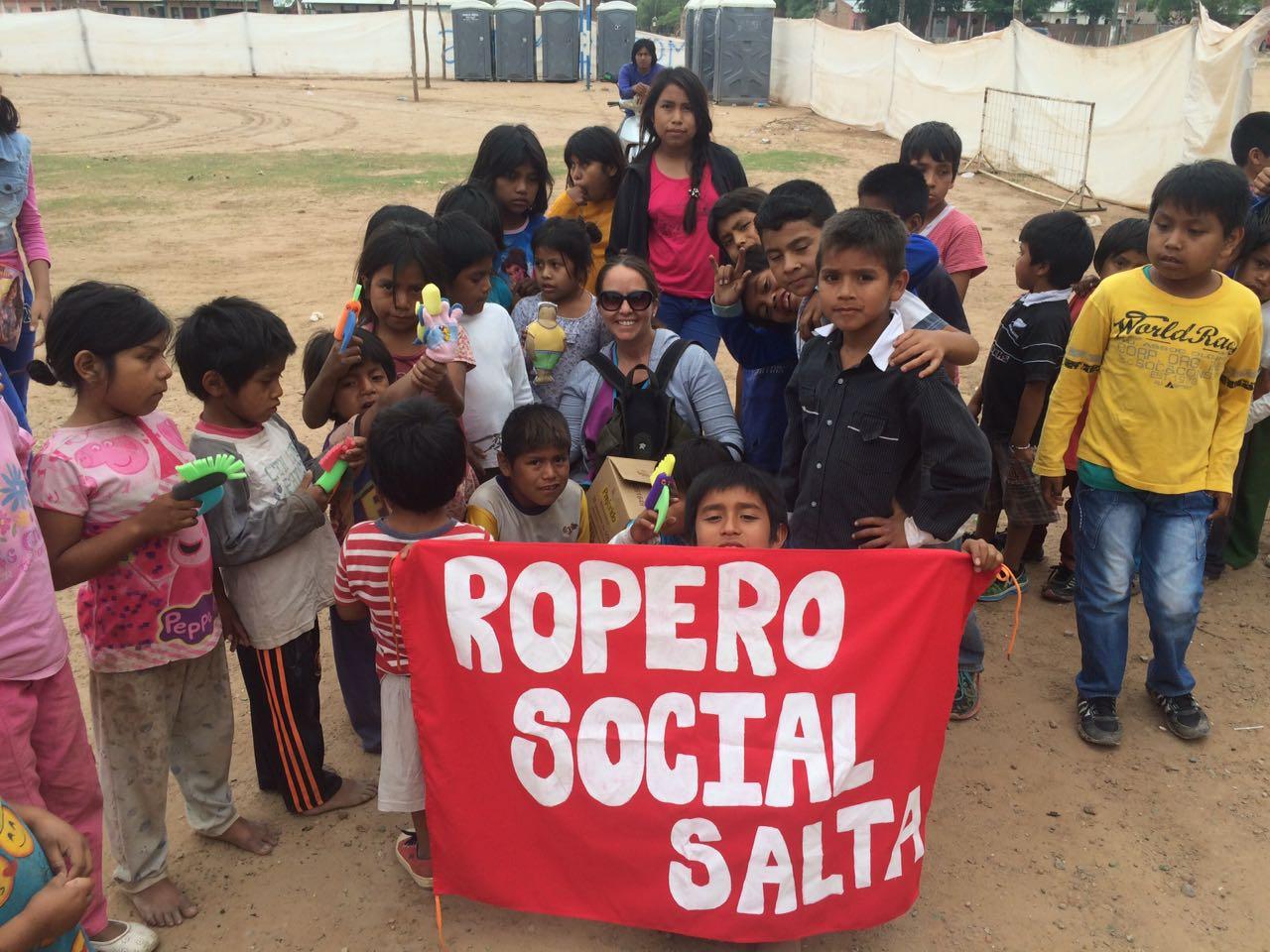 Voluntarios del Ropero Social Salta llevaron donaciones a familias de Morillo