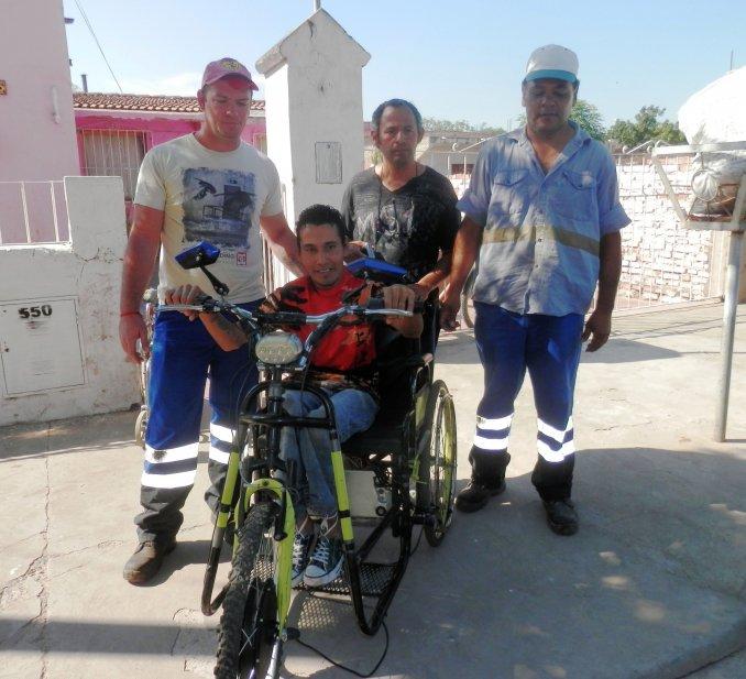 Ferroviarios de General Güemes le repararon una silla de rueda a un joven con discapacidad