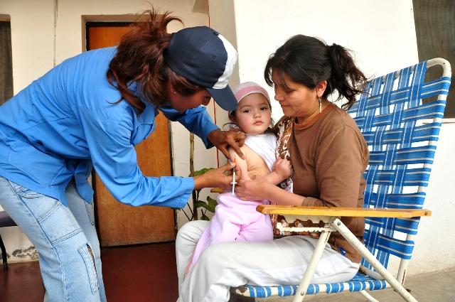 Salud realiza monitoreo de vacunación en Capital