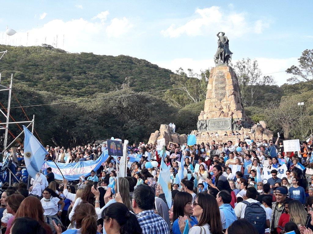En Salta miles de familias levantaron su voz y bandera de #SialaVida #SalvemosAlasDosVidas