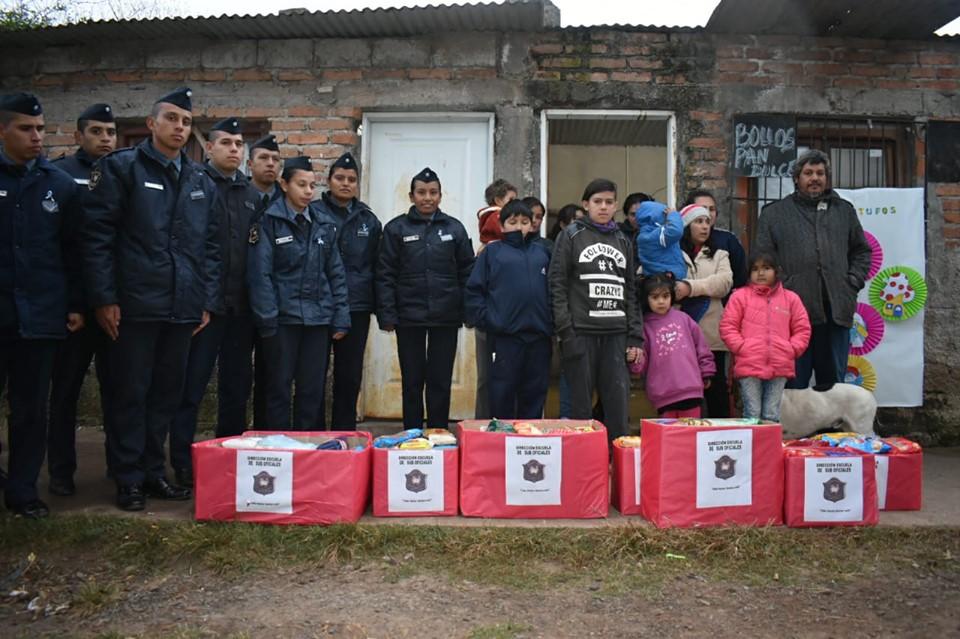 """La escuela de Suboficiales realizó una intervención comunitaria en el merendero """"Gotitas de Amor"""" de barrio Las Colinas"""