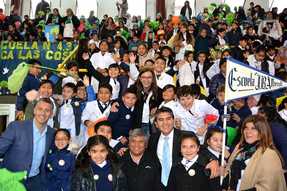 """Alumnos de primaria celebraron el """"Día del Ambiente"""" y juraron fidelidad"""