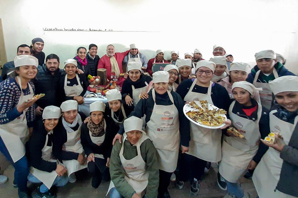 Egresan 90 nuevos gastronómicos profesionales en Campo Quijano