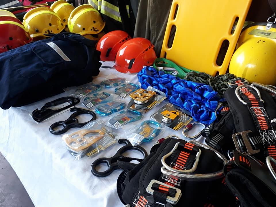 """Los bomberos """"Brigada Solidaria"""" recibieron equipos de protección contra incendios"""