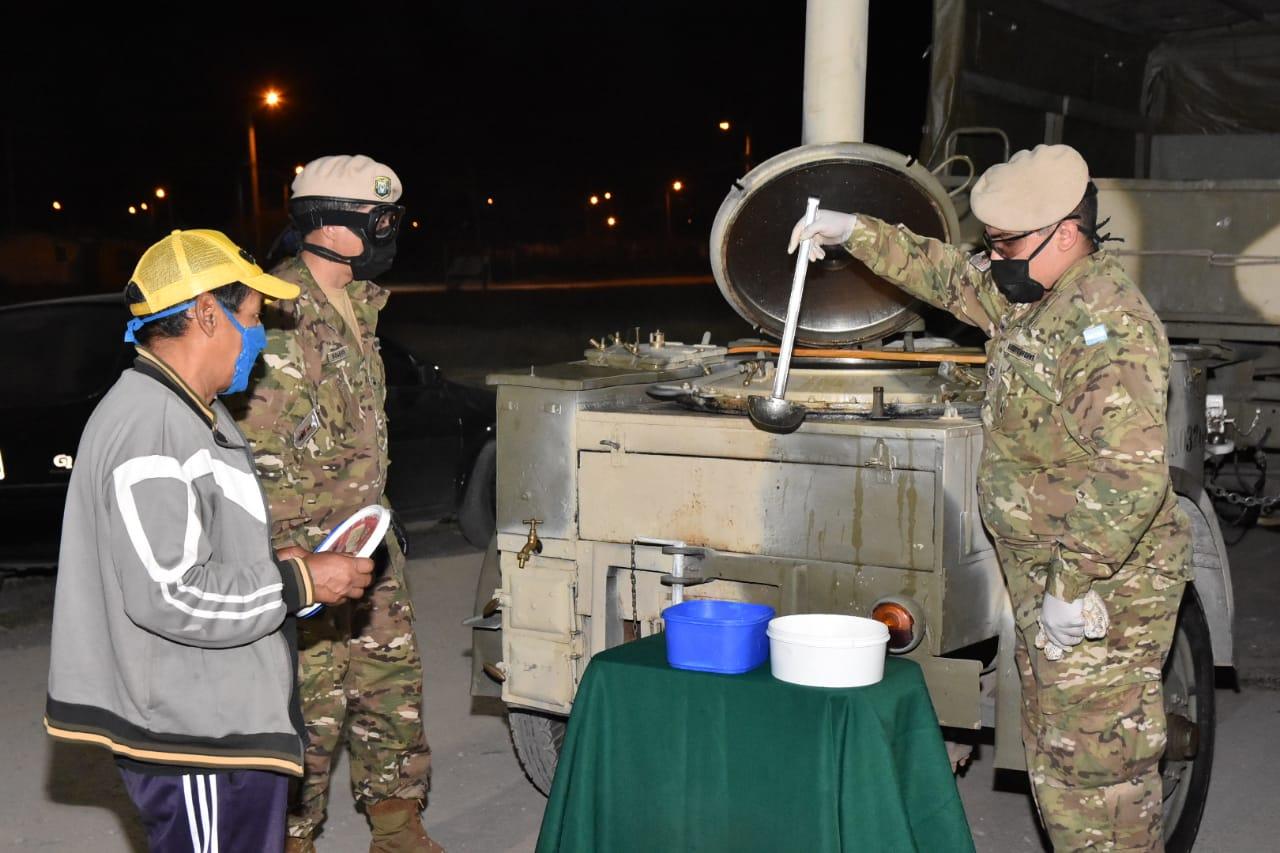 Con apoyo del Ejército Argentino se desarrollan operativos de asistencia alimentaria