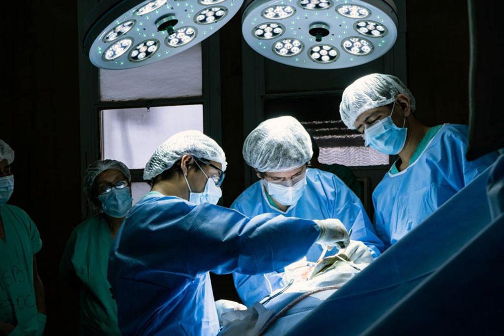 En el hospital San Bernardo se realizó una neurocirugía con paciente despierto