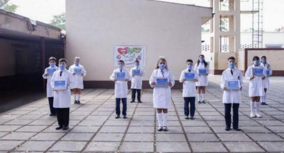 Autorizan la realización de actos de colación de los alumnos de 7° grado