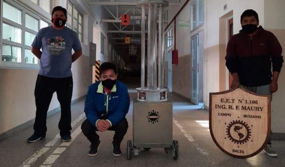 Se lanzará al mercado el robot sanitizante creado por alumnos de la técnica de Quijano