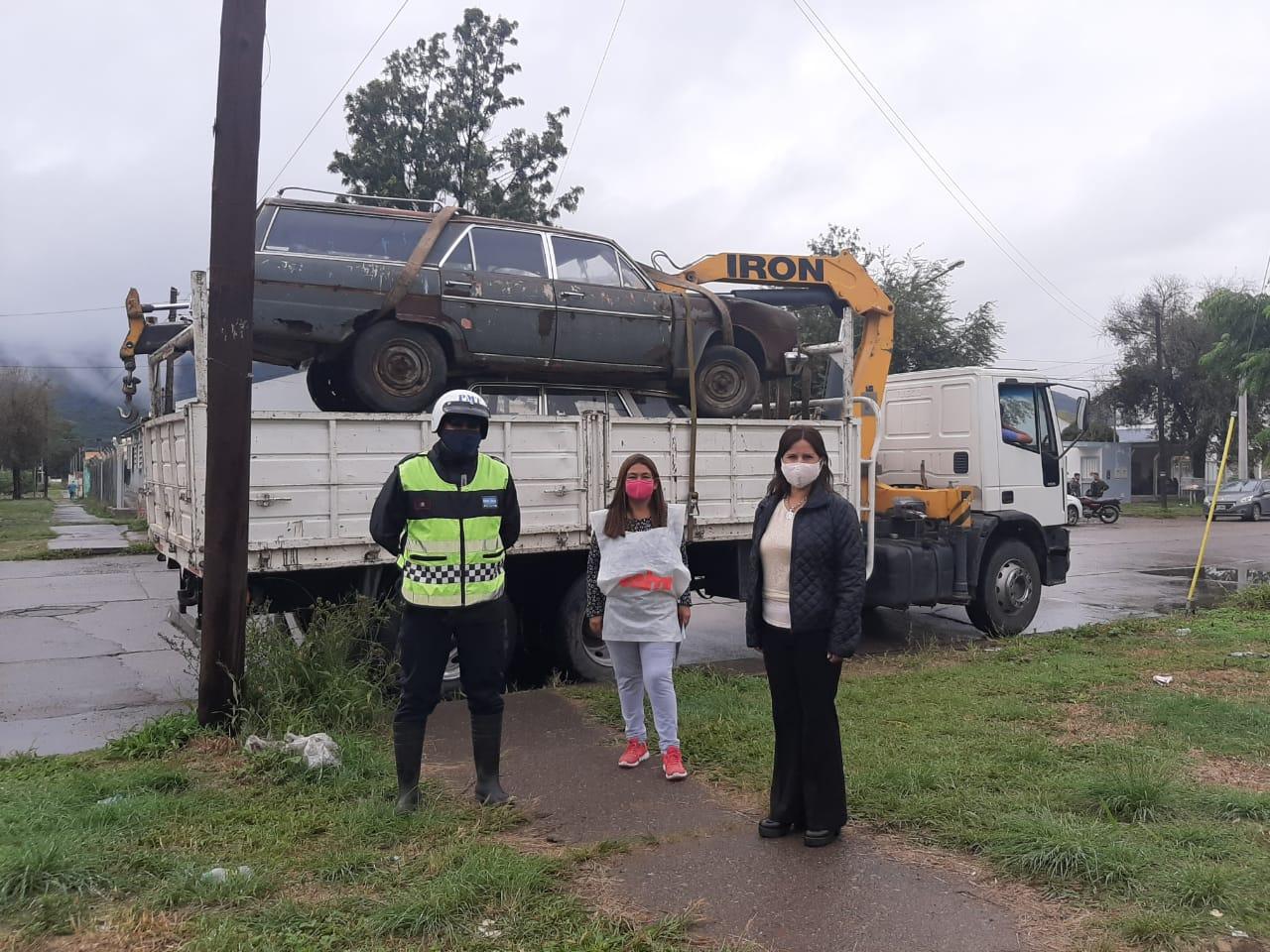 Los vehículos abandonados en la vía pública son levantados por la Municipalidad