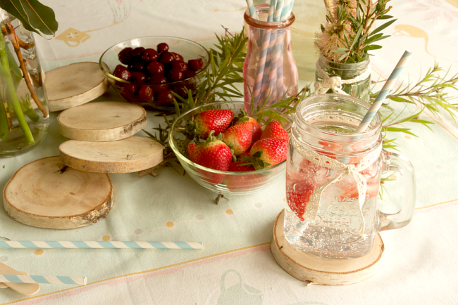Using Mason Jars in a Centerpiece | 10 Craft Project Ideas For Crafty People | Saltbush Avenue