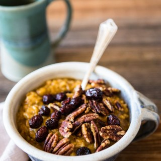 Wake up to the cozy smell of pumpkin spice with this simple slow cooker pumpkin oatmeal.