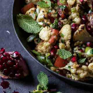 Roasted Cauliflower Tabbouleh | A heart warm salad perfect for the middle of winter. Ready in 25 min.