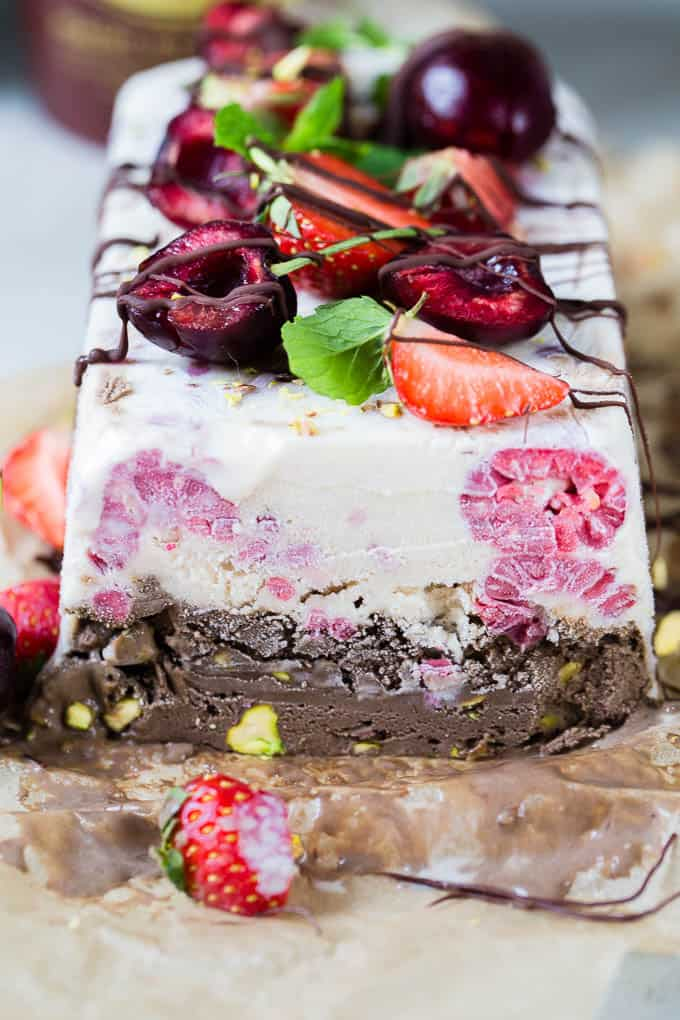 Two layers of creamy healthy ice cream, sandwiched together and topped with aaaaallll the summer fruit and drizzled with some dark chocolate. Ice cream cake... we are so ready for you!