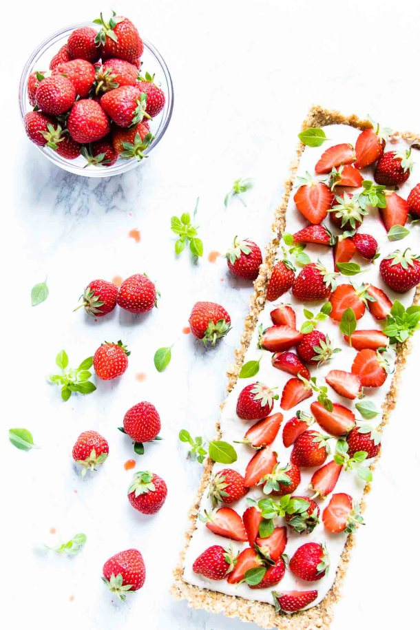 This skinny no bake strawberry cheesecake tart is the most luscious way to get your summertime strawberry fix. That crispy oat base, that creamy (but healthy) filling and all those fresh juicy strawberries will definitely mean that you need two slices.