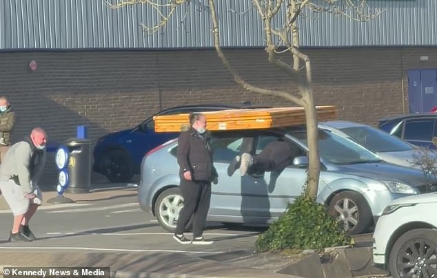 A man was spotted trying to get inside his Ford Focus in a variety of ways after he tied five fence panels to the roof of his car and jammed the doors shut in Sunderland