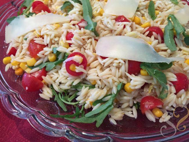 Salada de Orzo, milho, tomate cereja e rúcula…
