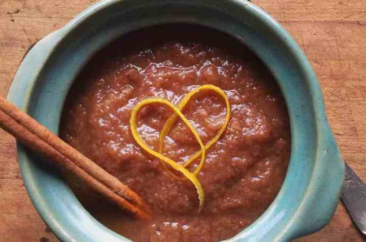 easy slow cooker spiced pear sauce