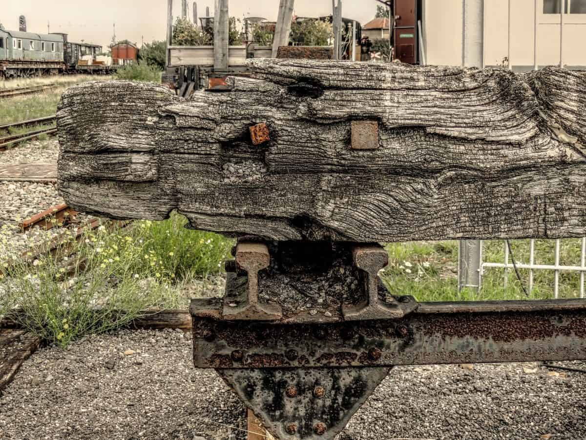 What is an anvil? A Railroad Type Anvil is simply a cut section of railroad line.