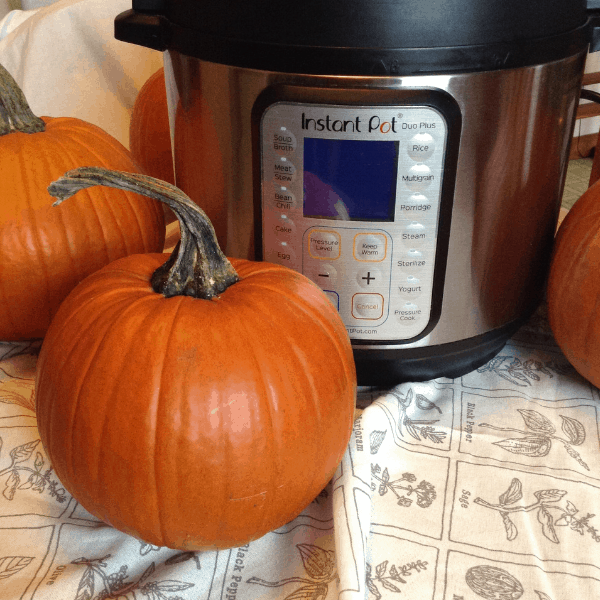 Did you know you can cook a whole pumpkin in an Instant Pot for perfect pumpkin puree? #Instantpothacks #cookingwithpumpkin