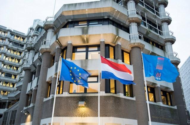Briefje van Kajsa: Grenzen dicht, privatisering monarchie