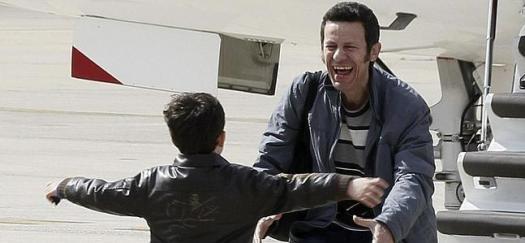 Javier Espinosa corre al encuentro de su hijo. / Paco Campos