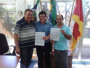 mais-liberações-300x225 GARIMPO: Mais licenças são assinadas pela Administração Municipal