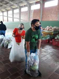 ppa5-225x300 Ação Social- Famílias recebem cestas de alimentos